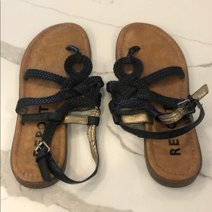 Black report sandals